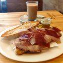 Tostada con Jamón y Carne Mechada
